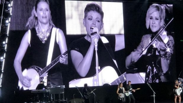 1491526362978 - Dixie Chicks pull near-sellout crowd of 25,000 to Mission concert