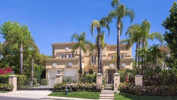 1492052485853 - Celebrity sale: Singer Tom Jones is selling his Beverly Hills home of 20 years