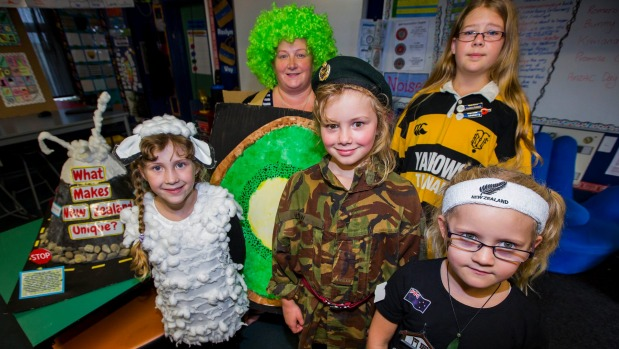 1492071418444 - Schoolchildren learn about national character and Anzacs