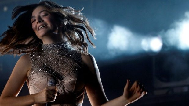 1492417261313 - Queen of surprises Lorde sneaks in a new track for fans at Coachella
