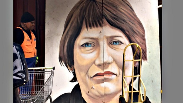 1492498045155 - Chinese expat inspired by Helen Clark is buyer of her discarded portrait