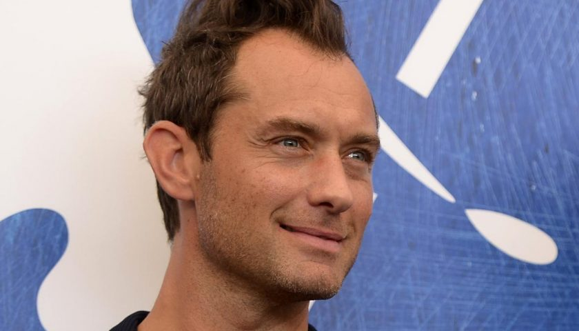 598860984 actor jude law attends the photocall of the movie the 840x480 - Jude Law Will Play Young Dumbledore in Fantastic Beasts 2, Might Romance Johnny Depp