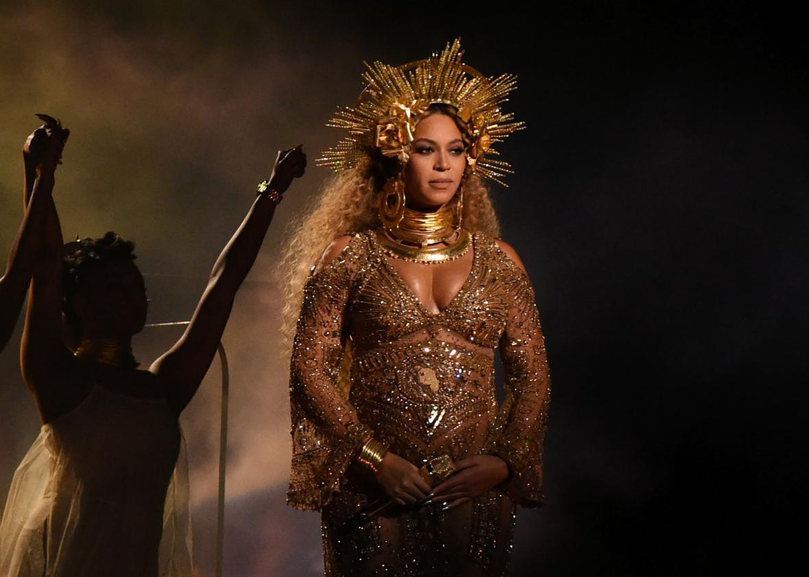 634988266 beyonce performs as she is pregnant with twins during 1 - 634988266-beyonce-performs-as-she-is-pregnant-with-twins-during-1.jpg