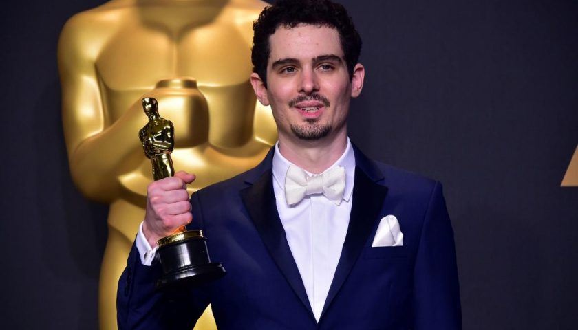 """645733044 damien chazelle poses in the press room with the oscar 840x480 - Damien Chazelle Has a Mysterious New """"Project"""" Coming to Television, and It's a Musical,Of Course"""