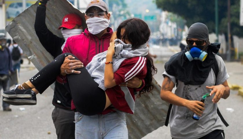 """666985412 young woman who was overcome by tear gas shot by tiot 840x480 - Netizen Report: Censorship Spikes in Wake of Venezuela's """"Self-Inflicted Coup"""""""